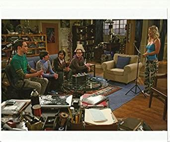 The Big Bang Theory Cast in Living Room Playing Game 8 x ...