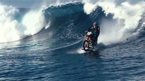 The first motorcycle to ride on water in the world - YouTube