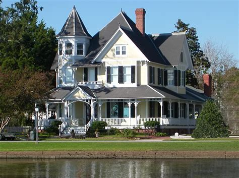 The Pros And Cons Of Renovating An Old Home