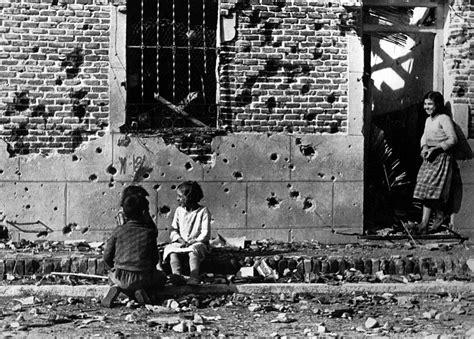 The Reel Foto: Robert Capa: 20th Century War Photographer