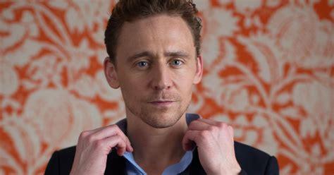 Tom Hiddleston apareció con una nueva novia y es igual a ...