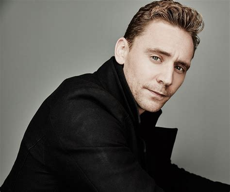 Tom Hiddleston Biography - Facts, Childhood, Family Life ...