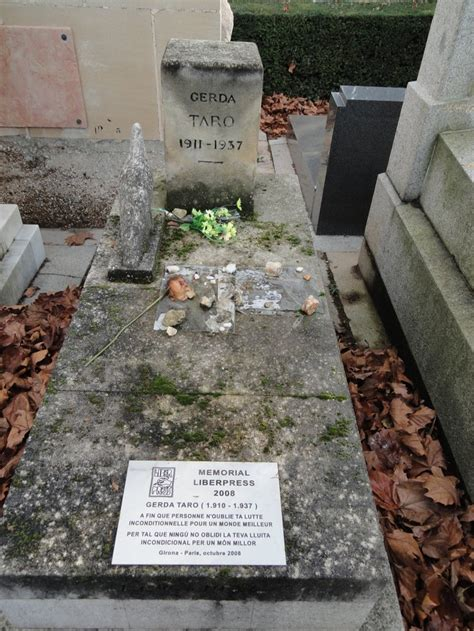 Tomb of Gerda Taro at Père-Lachaise Cemetery, París ...