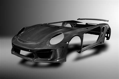 Topcar makes complete carbon fiber body for Porsche 991 Turbo