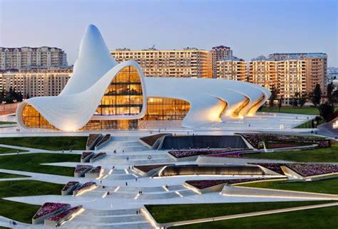 Totum Revolutum: La Ondulante Obra Arquitectónica de Zaha ...