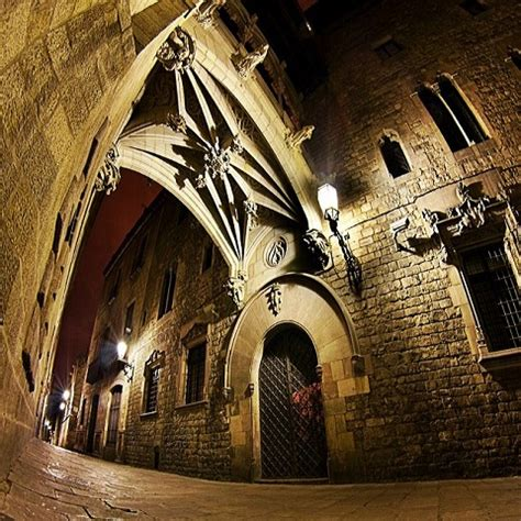Tour Gay en Barcelona: Ruta por Barrio Gótico | Barcelona ...