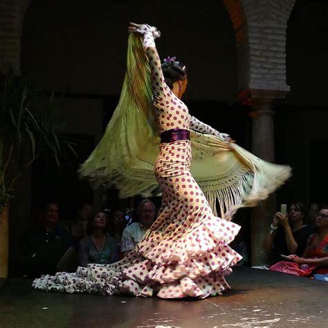 Traje de flamenca - Wikipedia, la enciclopedia libre