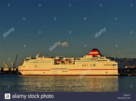 Trasmediterránea buque en el puerto de Málaga operan los ...