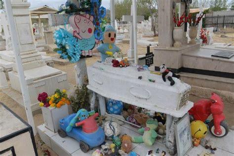 Tumba de un niño de 11 años, la más visitada en panteón de ...