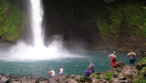 Turismo en Costa Rica representa el 5,3 % del PIB y genera ...