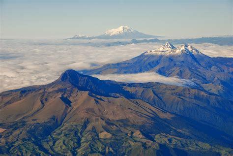 Turismo y Rutas: Por la Avenida de los Volcanes