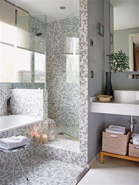 Un baño con ducha de obra en gris y blanco   Mi Casa