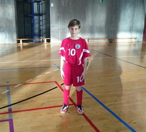 Un jugador de la Escuela de Fútbol Sala de Humanes de ...