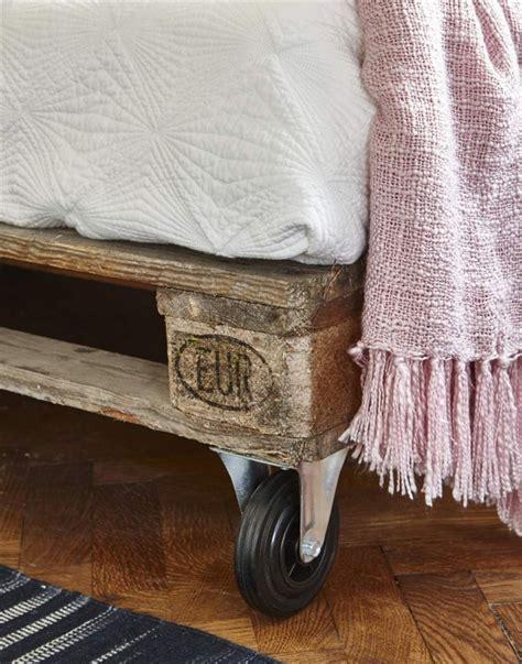 Un sofá de palets bueno, bonito y barato – I Love Palets