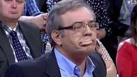 Un tertuliano de 13TV pierde la dentadura en directo tras ...
