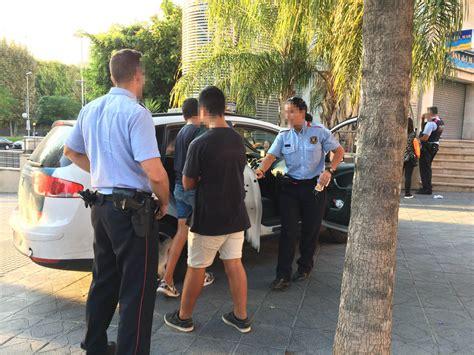 Un testigo ayuda a detener a dos ladrones de móviles