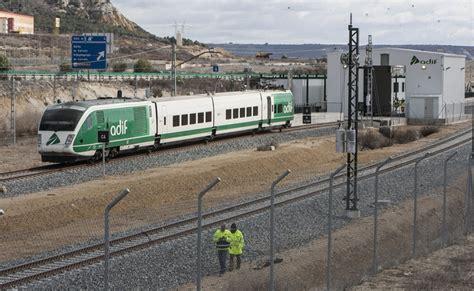Un tren laboratorio examina la vía del TAV entre Venta de ...
