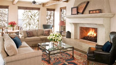 Una cabaña en la montaña: decoración rústica e invernal