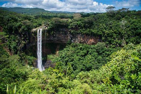 Una cascada bajo del mar en la Isla Mauricio y todo un ...