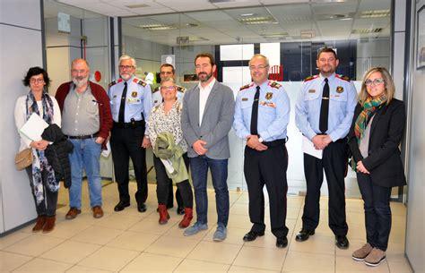 » Una delegació del Consell Comarcal visita la comissaria ...