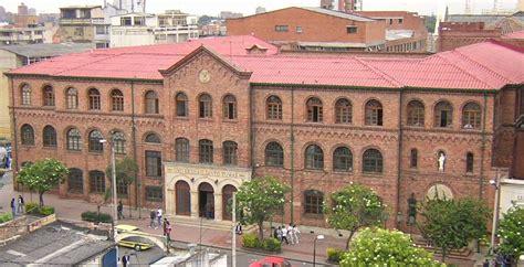Universidad Santo Tomás  Colombia