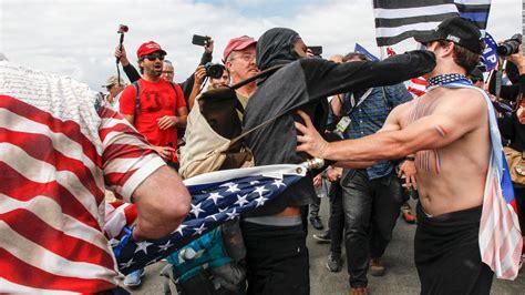 USA peleas entre seguidores de TRUMP y opositores ...