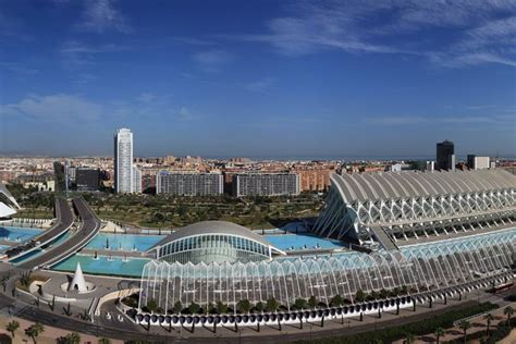 Valencia city guide – travel information, video and reviews