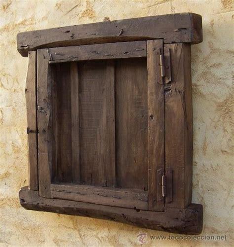 ventana castellana de madera antigua con reja de hierro ...