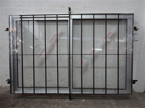 Ventana De Aluminio Con Reja Incoorporada - $ 3.890,00 en ...