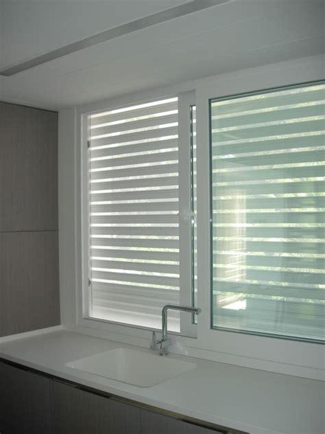 Ventana de PVC con persiana microperforada   ventanas ...