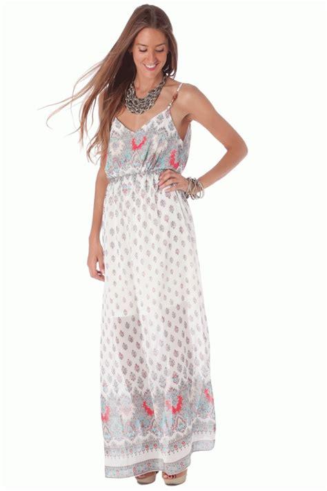 Vestido largo con estampado floral de estilo hippie chic de Q2