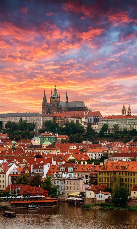 Viajar a Praga es conocer una de las ciudades más r ...