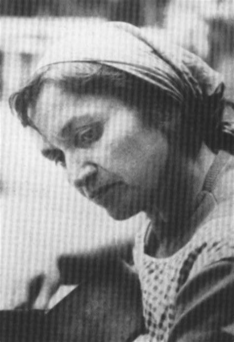 VICKY: Violeta Parra (Biografía)