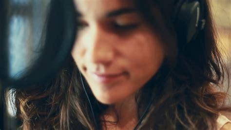 VIDA - Saurom (Versión Julia Medina) - YouTube