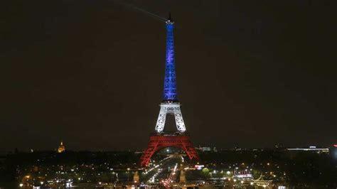 Vídeo: Atentado París: La Torre Eiffel se ilumina de nuevo ...
