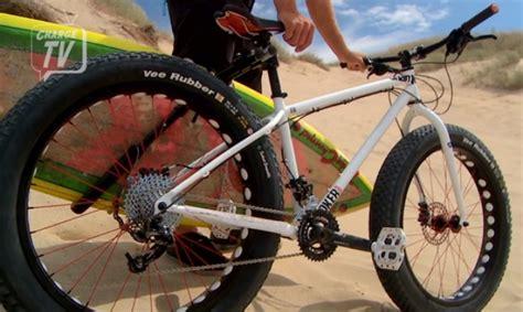 Video: Bicicletas FatBike, tablas de Surf y mucha, mucha ...