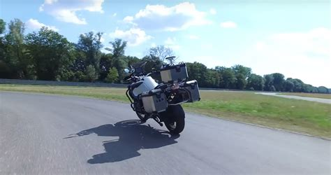 VIDEO: BMW's SELF RIDING motorcycle.   MoreBikes