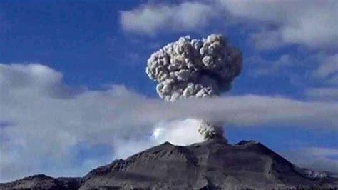 Vídeo: El volcán peruano Sabancaya entra en erupción ...
