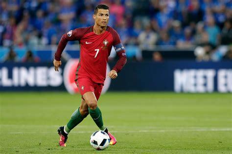 VIDÉO - Euro 2016 : le penalty raté de Cristiano Ronaldo