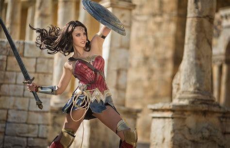 Viernes de cosplay con la Mujer Maravilla | Atomix