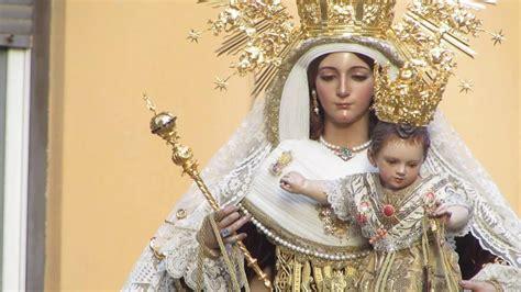 Virgen del Carmen Coronada (Perchel) curva de calle ...