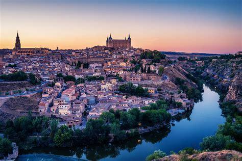 Vista Superior Aérea De Toledo, Capital Histórico De ...