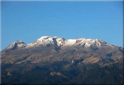 Volcan Popocatepetl y la mujer dormida Iztaccihuatl ...