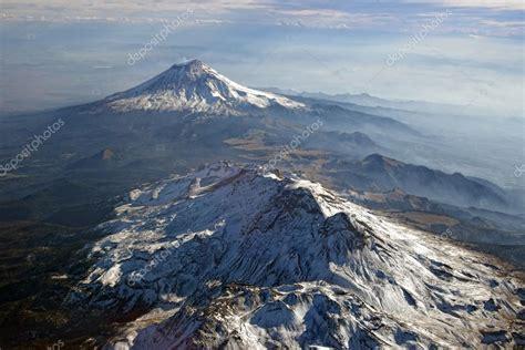 Volcanes Popocatepetl e Iztaccihuatl, Mexico. Vista desde ...