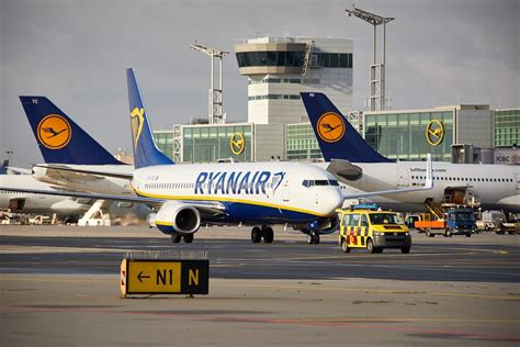 Voli aerei Bologna Lisbona e Bologna Eindhoven con Ryanair ...