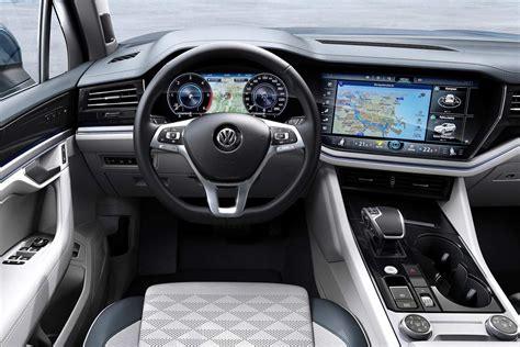 Volkswagen Touareg Interior 2019 (2) | AUTOBICS