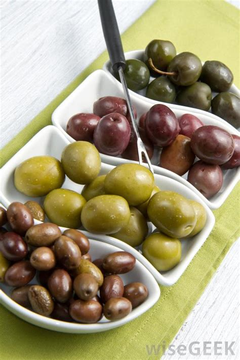 What are Some Different Types of Olives?  with pictures