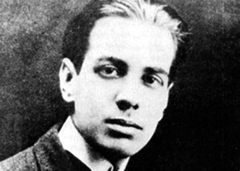 "Why read Jorge Luis Borges? Understanding ""Pierre Menard ..."
