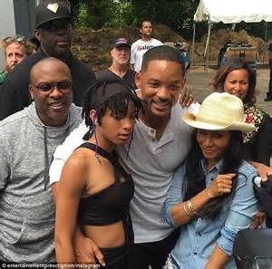 Willow Smith joins dad Will Smith to perform Summertime on ...