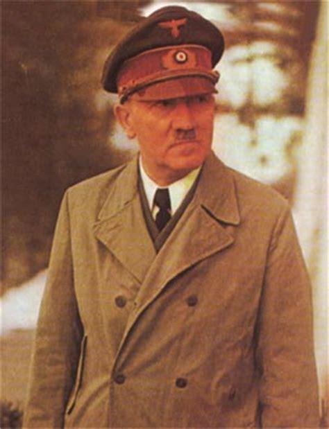 WORLD FAMOUS PEOPLE: Adolf Hitler